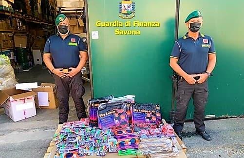 Finanza Savona sequestra 9 mila giocattoli nocivi alla salute dei bambini