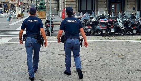 Genova brevi. Calci alle moto, ricercato, furto, spaccio nel Centro Storico